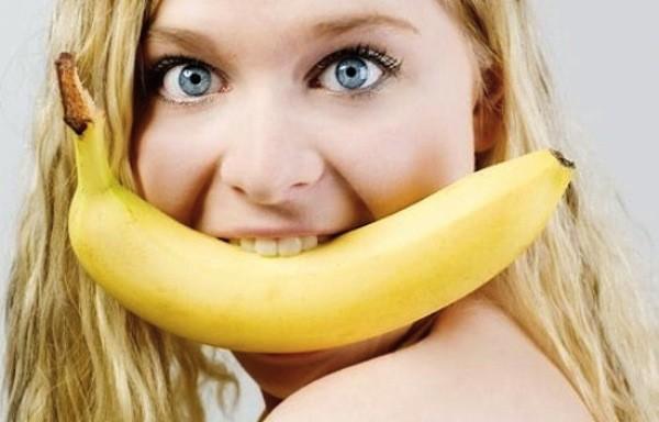 Банан и девушка